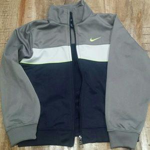 Nike sweatshirt size 7 boy